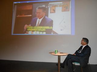 テレビ番組のビデオと森氏A.jpg