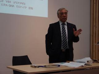 講義中の和島氏A.jpg