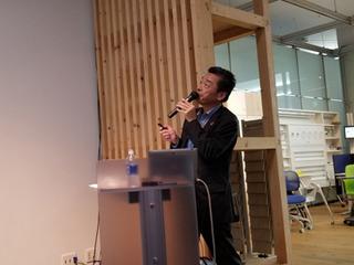 講義中の惣田氏A.jpg