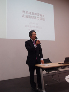 講義中の曽我野氏A.jpg