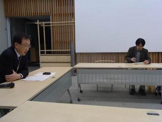 講義中の町田氏2010・12・16A.jpg